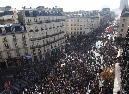 Paříž zaplavily statisíce demonstrantů