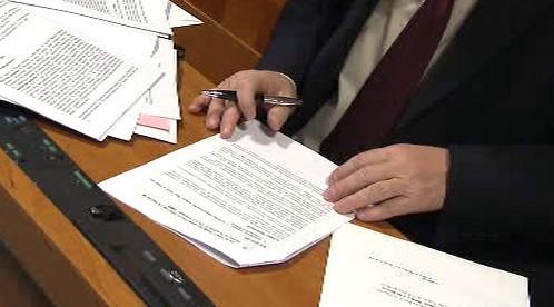Senátoři procházejí zákony