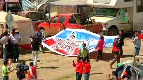 Příbuzní chilských horníků čekají na své blízké