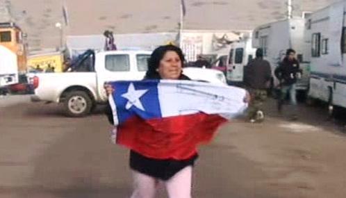 Chile slaví proražení tunelu k zasypaným horníkům