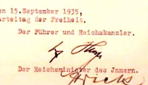 Norimberské zákony s podpisem Hitlera