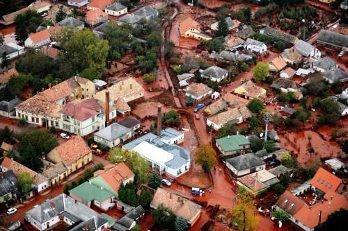 Maďarská vesnice Devecsér zasažená toxickým kalem