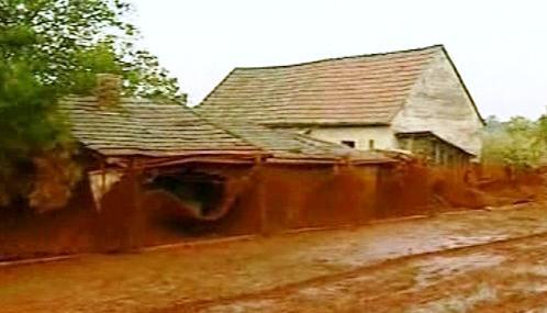 Maďarská vesnice zničená toxickým kalem