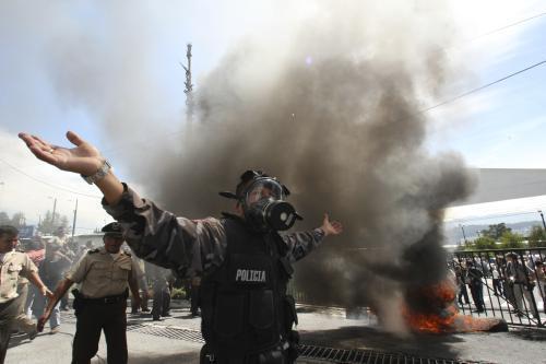 Protestující ekvádorský policista