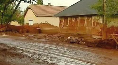Vesnice zaplavená kalem