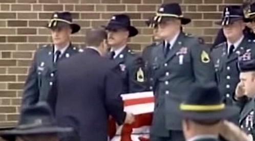 Pohřeb vojáka padlého v Iráku
