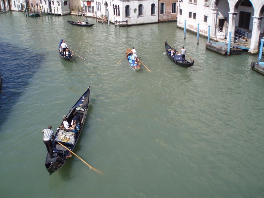 Gondoliéři v Benátkách