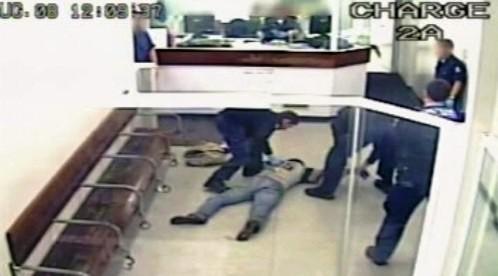 Australská policie používá taser