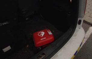 Defibrilátor v policejním voze
