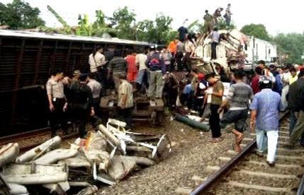 Nehoda vlaku v Indonésii