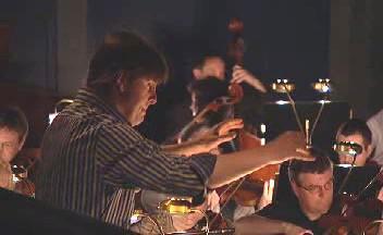 Tomáš Netopil při zkoušce s orchestrem
