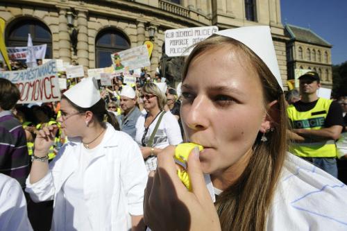 Odbory stávkují proti snižování platů