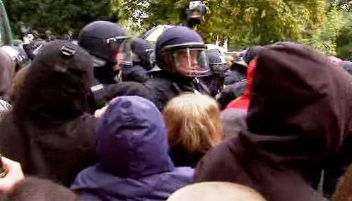 Německá policie zasahuje proti demonstrantům ve Stuttgartu