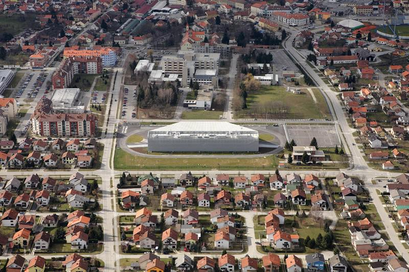 Gymnasium 46° 09\' N / 16° 50\' E v Koprivnici v Chorvatsku