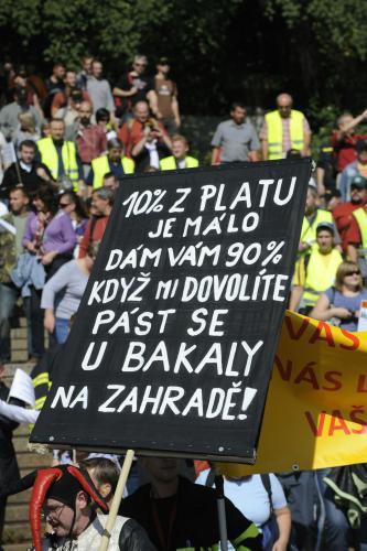 Demonstrace pro snižování platů