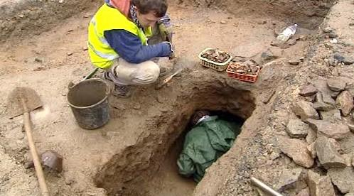 Archeologové při průzkumu v Kašperských Horách