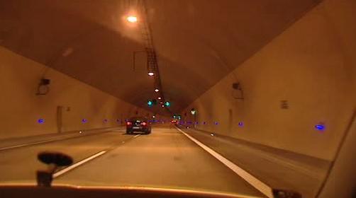 Odstavný pruh v tunelu Cholupice
