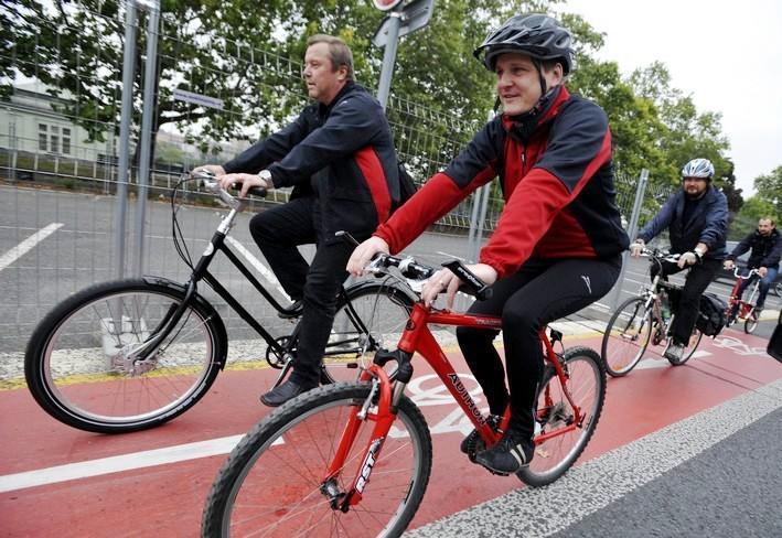 Pražské cyklostezky otestoval i ministr dopravy Vít Bárta (VV)