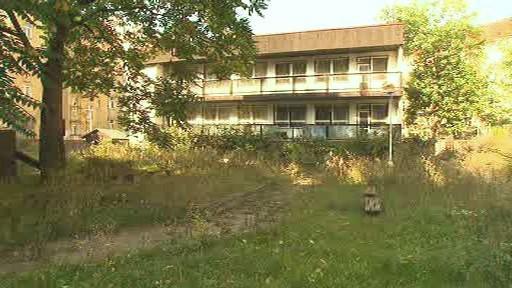 Chátrající budova mateřské školky