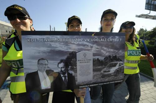 Odbory nesoucí transparenty