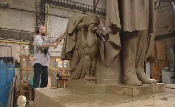 M. Blažek pracuje na soše W. Wilsona