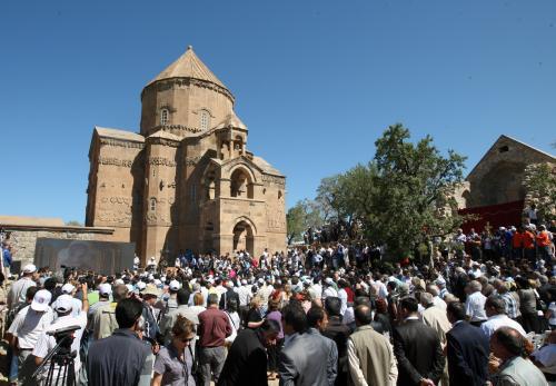 Mše v arménském kostele Svatého kříže