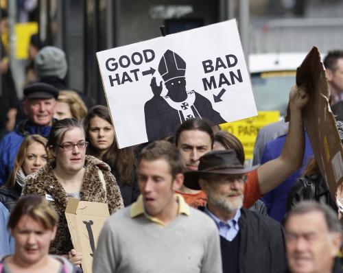 Protesty Britů proti papeži