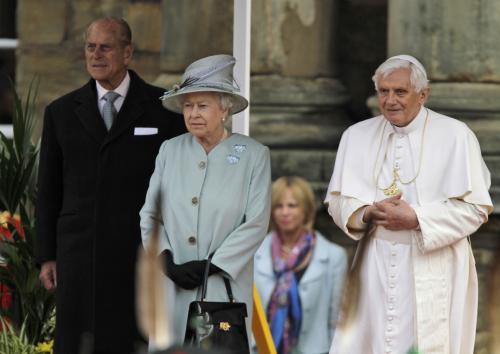 Britská královna Alžběta II. a papež Benedikt XVI.
