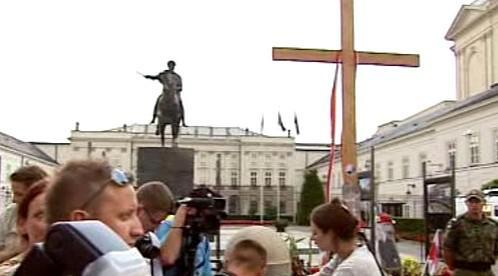 Kříž před polským prezidentským palácem