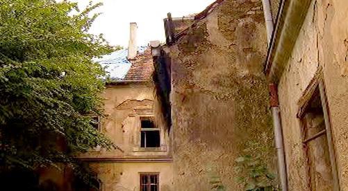 Ruina zámku v Chotýšanech