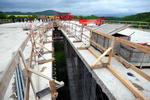 Stavba dálničního mostu