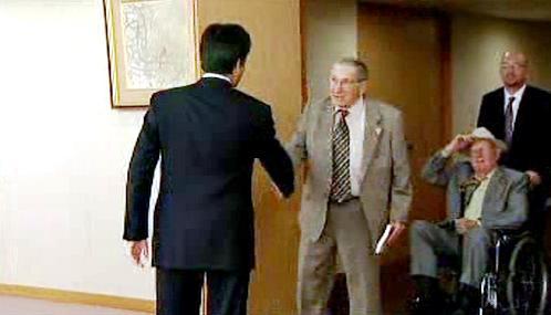 Kacuja Okada a Lester Tenney