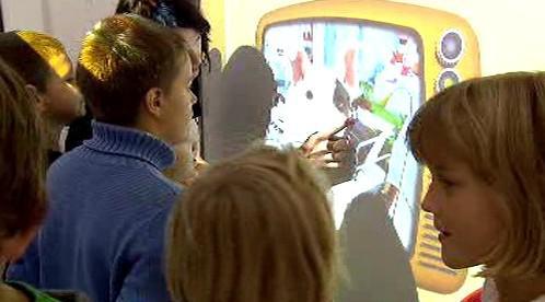 Děti s interaktivním slabikářem