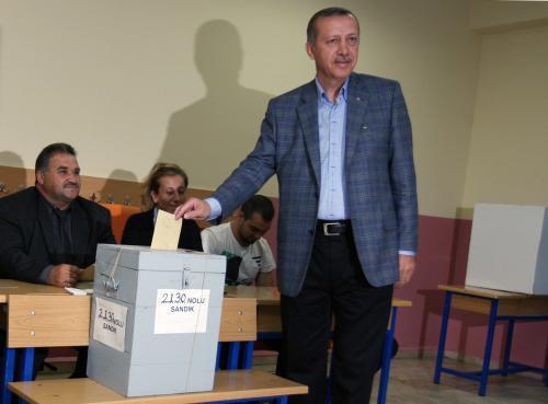 Premiér Erdogan hlasuje v referendu
