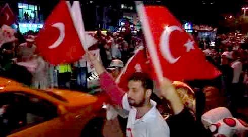 Mnozí Turci oslavovali výsledky referenda v ulicích