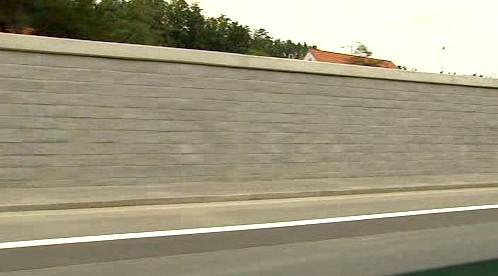 Protipovodňová stěna na Zbraslavi