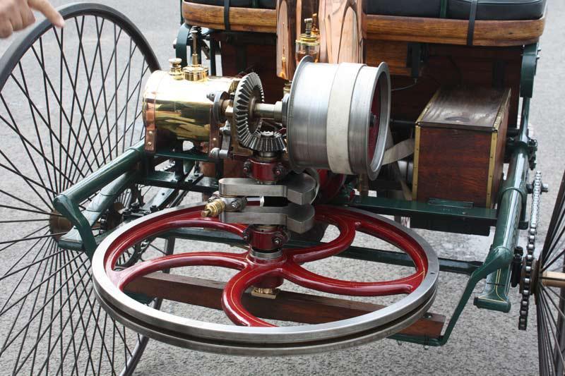Spalovací motor auta