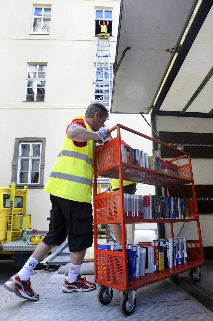 Fondy Státní technické knihovny se stěhují z Klementina