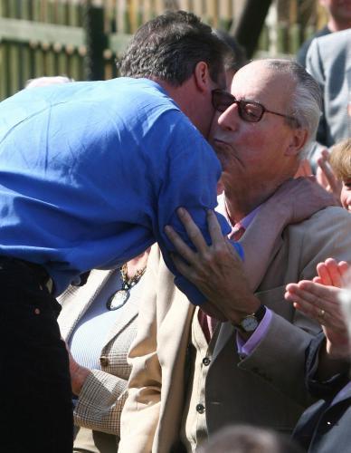 David Cameron s otcem Ianem