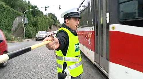 Policista řídící dopravu