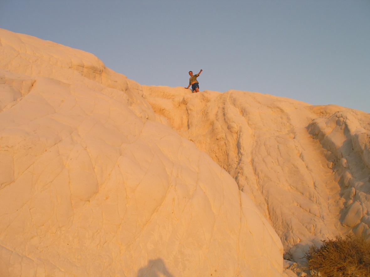 Punta Bianca - zapadající slunce si hraje s barvami