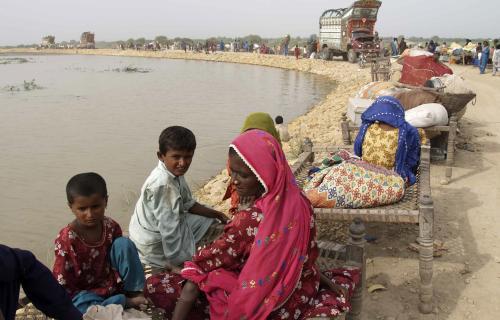 Pákistánci utíkají před velkou vodou
