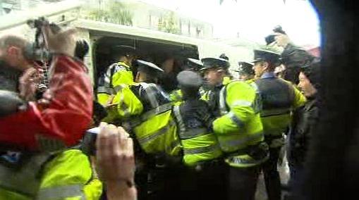 Zatýkání dublinských demonstrantů
