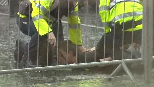 Zadržený aktivista v Dublinu