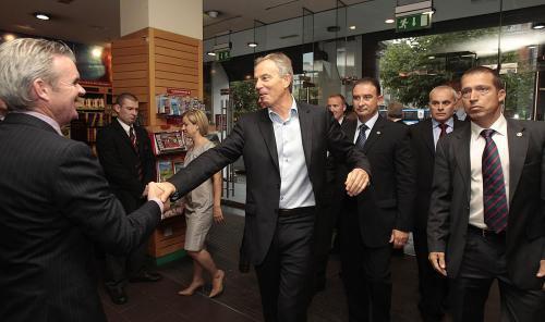 Příchod Tonyho Blaira do knihkupectví Eason