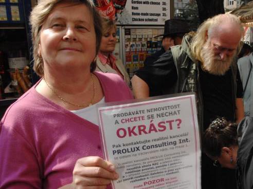 V Praze protestovali klienti realitní kanceláře Prolux