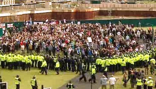Pravicoví extremisté se střetli s policií v Bradfordu
