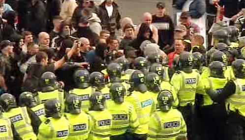 Střet pravicových extremistů s policií