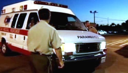 Sanitka přijíždí do věznice Folsom