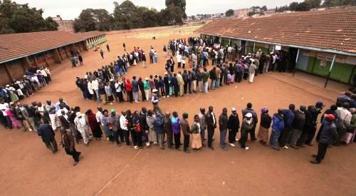 Keňané v referendu rozhodují o ústavě země